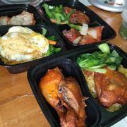 Cơm: gà nuớc mắm + gà ngũ vị + xá xíu