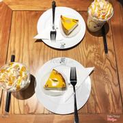 View đẹp ♥️ Nhân viên dễ thương, nhiệt tình ❤️ Cake và đồ uống đều khá ưng có lẽ cũng vì mình cực thích phomai ♥️