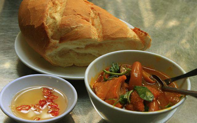 Kiều Oanh - Bánh Mì & Mì Gói Phá Lấu Bò