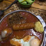 Pate-khoai tây nghiền- xúc xích- thịt xá xíu- trứng ốp-bánh mỳ- dưa chuột dầm