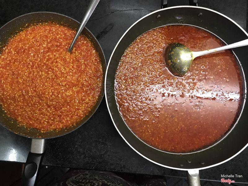 Sate và ớt rim homemade của MMS. Bí quyết riêng. Thử 1 lần là nghiện luôn í. Ai fan của món cay thì nên thử ạ. 1h to mà có 100k ah
