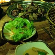 Thức ăn ngon,cực đông khách.Phải đặt bàn trước mới có chỗ,không thì phải ngồi đợi đến khi có bàn trống!!
