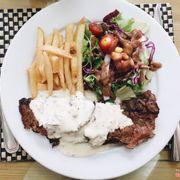 Bò Mỹ nhập khẩu nên ăn ngọt giòn và mềm hơn bò Úc thì phải ;? Sốt nấm nhưng thấy k có vị nấm mà là sốt phô mai thì đúng hơn 🙄 Tổng thể thì ngon nàaa 😚
