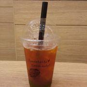 Kêu Trà chanh Thái > Nhân viên đem Hồng trà )) > chữa cháy: vắt thêm chanh vô ))