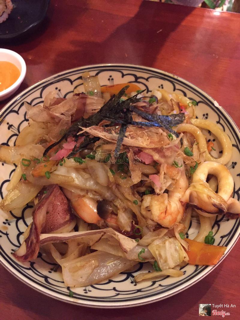 Udon xào hải sản