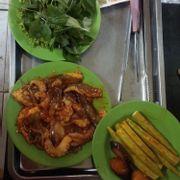 Bạch tuộc nướng ăn cùng với muối ớt xanh rất ngon, hương vị muối ớt xanh rất đặc biệt