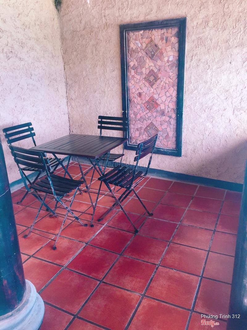 Có bộ bàn ngồi tâm sự