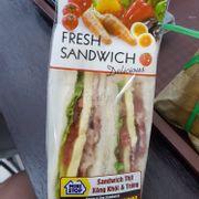Sandwich thịt xông khói và trứng