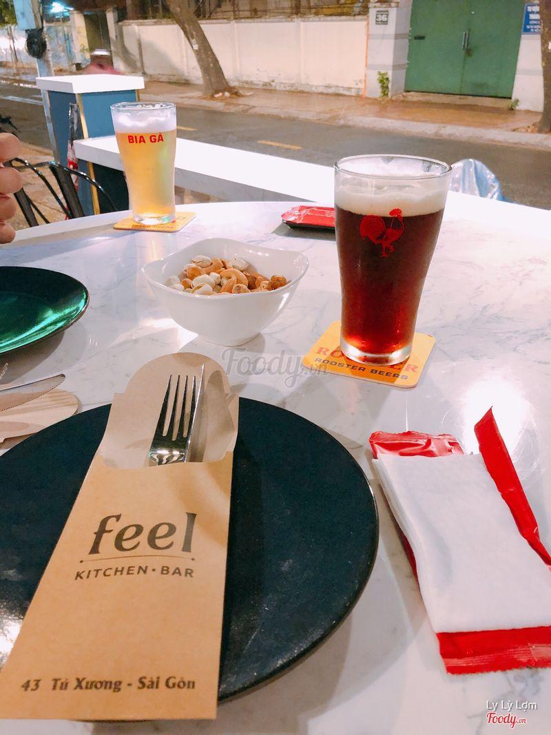 Trong lúc chờ đợi món chính thì mình nhâm nhi với tí bia đen cùng comba giá hạt dẻ 👍