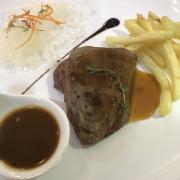 Steak siêu ngon! Mình ăn medium rare! Súp kem nấm rất ngon!