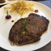 Wagyu steak with 3 sauces ( sốt tiêu, nấm, demiglace)