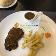 100g Steak with black pepper sauce