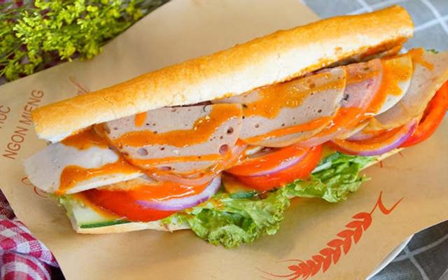 C'est La - Bánh Mì & Toast