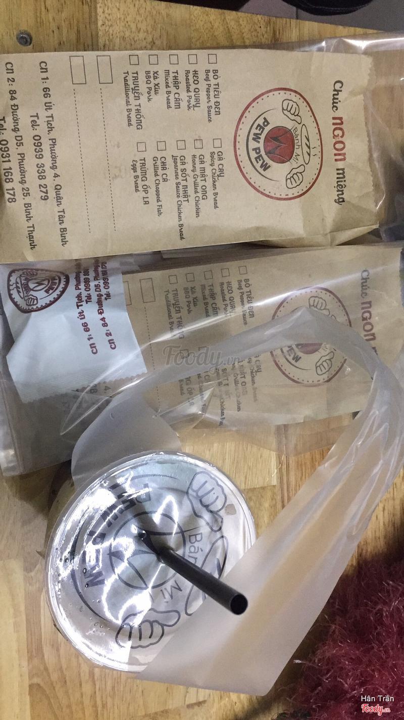 Bánh mì thập cẩm, ly trà bạc hà