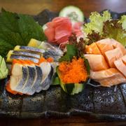 Sashimi cá Hồi và cá Trích ép trứng