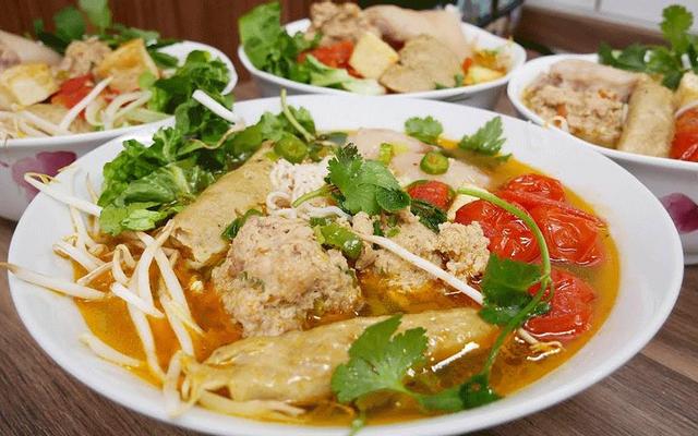Bún Riêu & Nui Xào Bò - Cao Văn Lầu