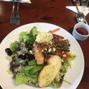 Salad quá ngon. Không gian rộng rãi.