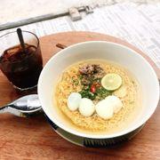 Mì gói trứng và cafe đen !