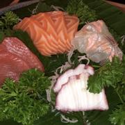 Set sashimi: cá ngừ, cá hồi, cá chẽm, bạch tuột