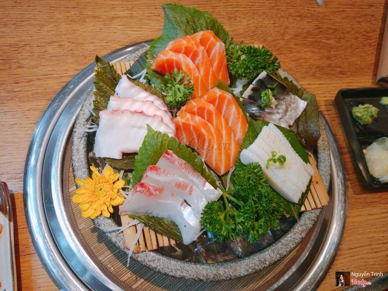 Sashimi rất tươi, miếng cá cắt dày.. Mê chữ Ê kéo dài  🤩