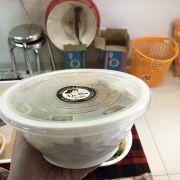 Tô nhựa chắc chắn, sạch sẽ. Nêm nếm vừa ăn, giá lại rẻ