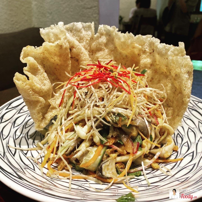 Gỏi Nấm khoai môn sốt chanh dây(バナナ皮のサラダ,Signature Chay Garden's Salad)・・・125,000VND
