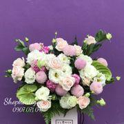 Hộp hoa tone màu trắng hồng