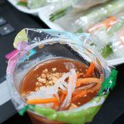 Đậu phộng, đồ chua với ớt quán bỏ riêng từng bịch ăn gì bỏ vào