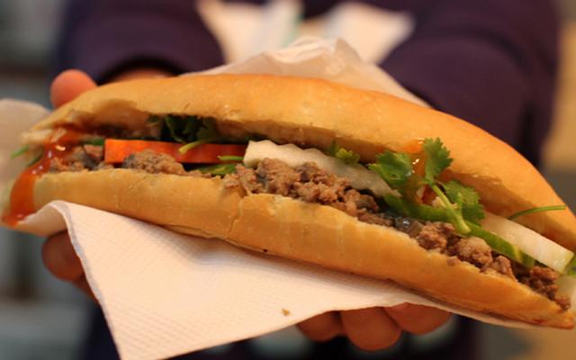 Tiệm Bánh Mì Quang Trung