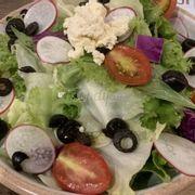 Salad Chivago ăn cũng được, nước sốt với cục bơ lạ và ngon, còn salad nói chung là bình thường thôi.