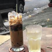 Cafe sữa rất ngon, sáng mát trời ngồi ở đây cảm giác tên bình khó tả lắm