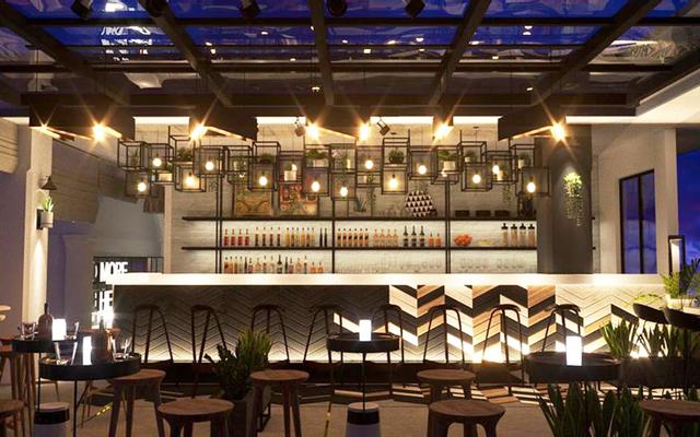 Star Sky Bar Rooftop & Lounge