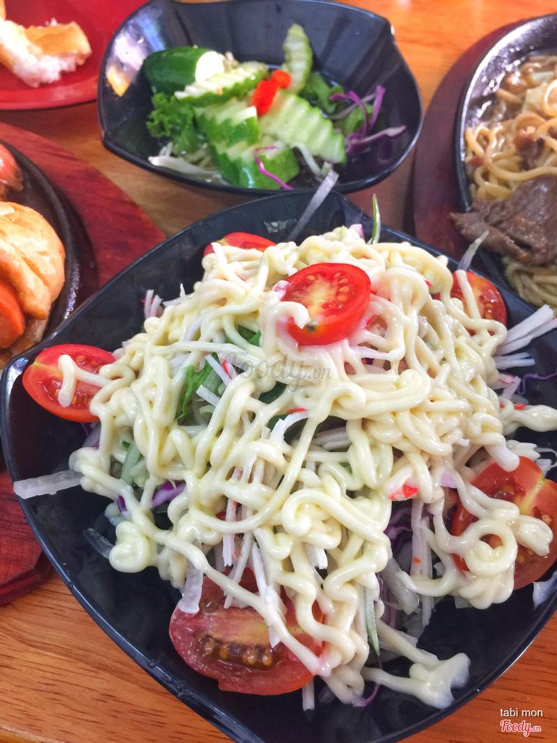 salad bắp cải trứng cua nhưng KHÔNG CÓ TRỨNG VÀ TOÀN HÀNH TÂY