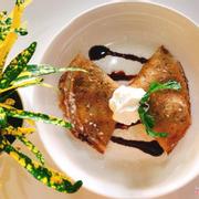 Bánh crepe với lớp vỏ mềm mịn bên ngoài cùng với vị thơm béo của nhân bên trong kết hợp với vị kem mát lạnh. Hết sẩy!