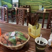 Không gian đúng kiểu vùng cao,scnc ngon,nhưng scnc ăn với dừa nạo bùi hơn,còn thạch uống với sũa đậu nành sẽ ngon hơn.