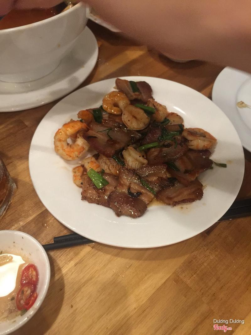 Đĩa tôm rim thịt 150k đc 10 con tôm và vài miếng thịt . Hic:(