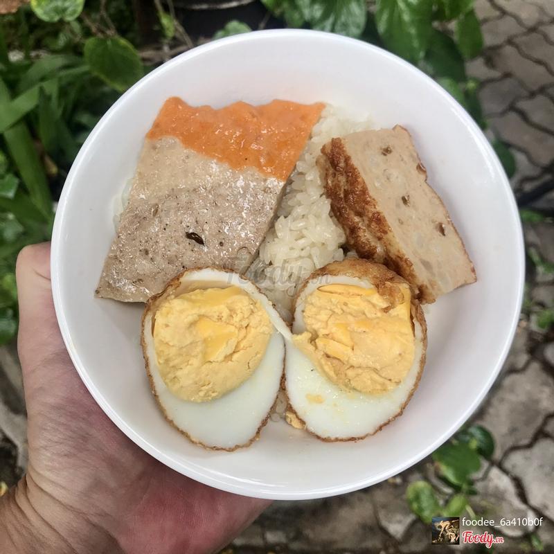 Xôi trắng trứng kho + chả cháy + chả quế
