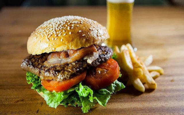 Burger Việt - Vũ Hồng Phô