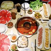 Nhân viên phục vụ nhiệt tình, thức ăn đa dạng phong phú