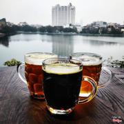 Thưởng thức bia tươi của Séc và ngắm hồ Tây