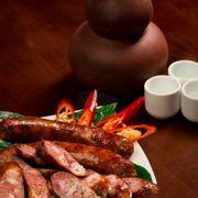 Xúc xích tây bắc chuẩn nhất, ăn không bị mỡ mà rất thơm hương vị của xúc xích với mùi khói tự nhiê