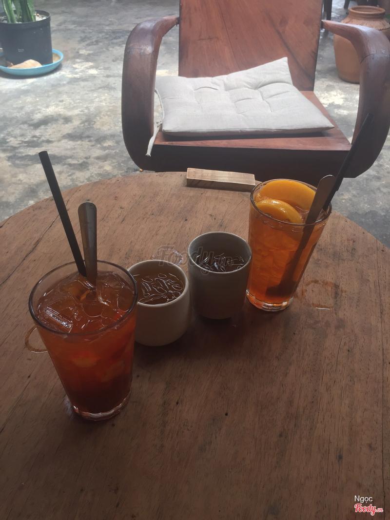 Nước trà dâu và trà đào xả