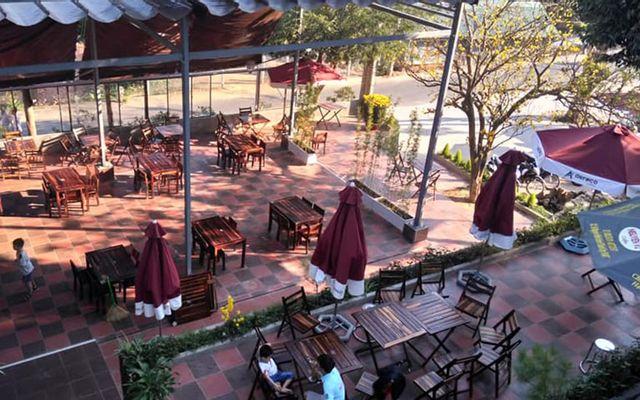 Charming Lak Cafe