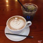 Hot chocolate 31k và soda violet 27k