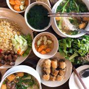 Nói chung là ưng! Đang thèm món Salat chanh leo của quán, lại lò dò vào ngó! Nhưng sẽ chạy sang lấy chứ ko cần đặt qua Foody :) ngay gần chỗ làm của mình :)