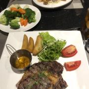 Steak với sốt chanh leo