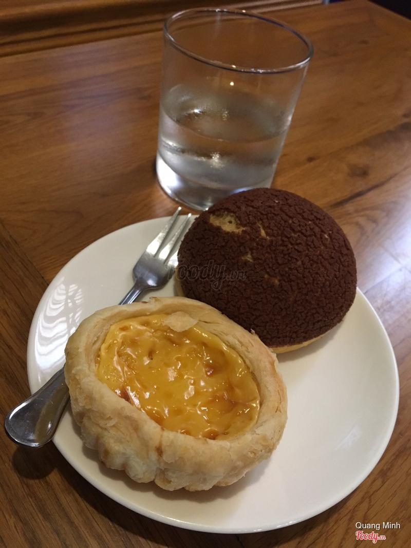 Bánh trứng và bánh su chocolate