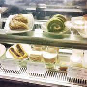 Có nhiều loại bánh ngọt khác nhau. Giá cả cũng phải chăng nữa