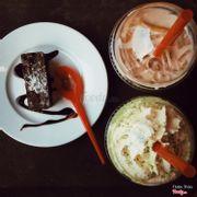 Brownie + Trà thạch đào + Freeze trà xanh