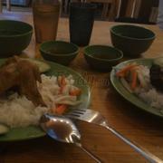 Cơm cánh gà và cơm sườn truyền thống